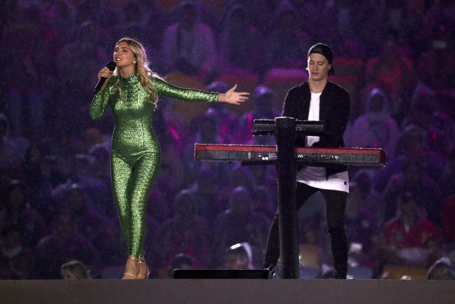 <p>Singer Julia Michaels and Kygo perform during the closing ceremony for the 2016 Rio Olympics. (REUTERS/Stoyan Nenov) </p>