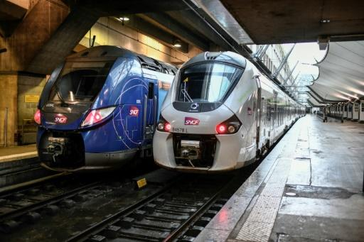 France will progressively reduce long-distance train, bus and plane travel over the coming days