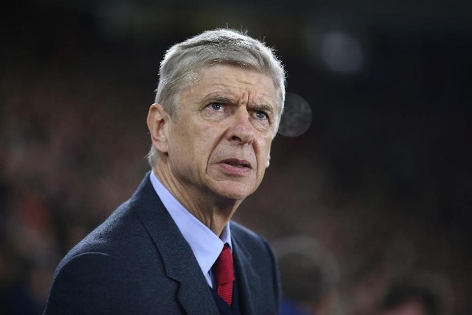 Arsenal's manager Arsene Wenger looks on ahead of the match against Southampton on December 26, 2015 (AFP Photo/Justin Tallis)