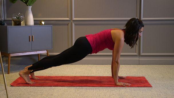 PHOTO: Health and wellness expert Stephanie Mansour shows us how to do cat & cow pose. (ABC News)