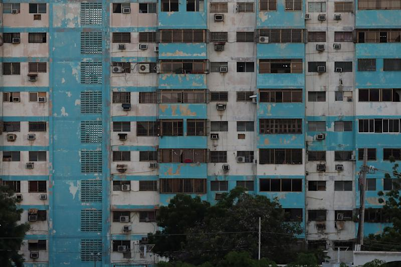 Windows of a building are seen during an electricity cut in Maracaibo, Venezuela, August 30, 2019. (Photo: Manaure Quintero/Reuters)