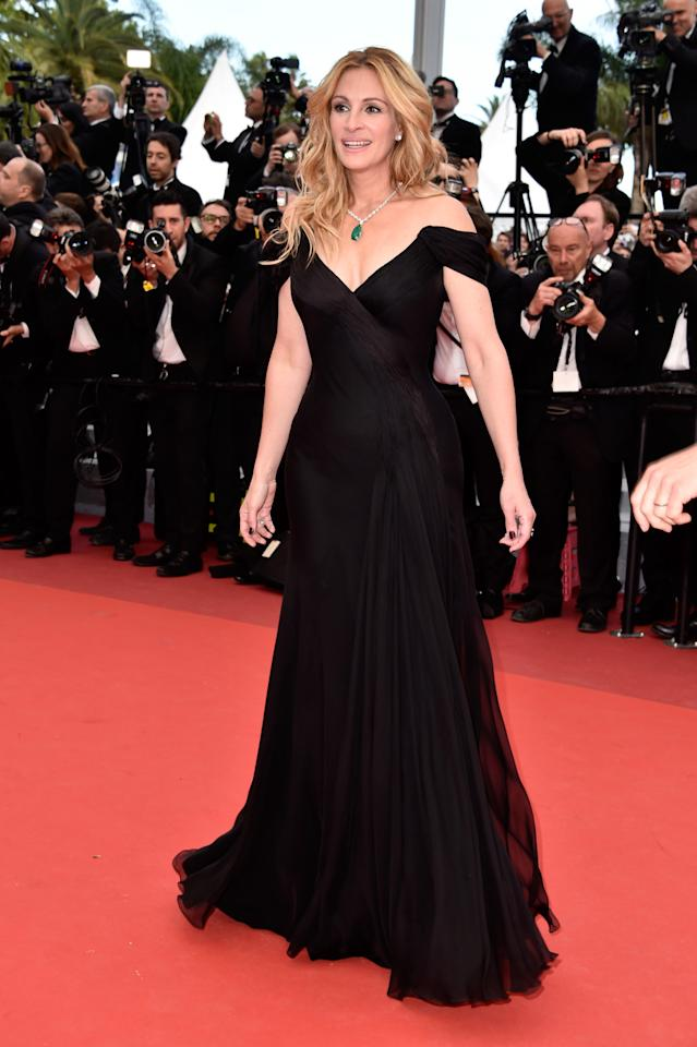 <p>The actress looked stunning in an off-the-shoulder black dress. <i>[Photo: Getty]</i></p>