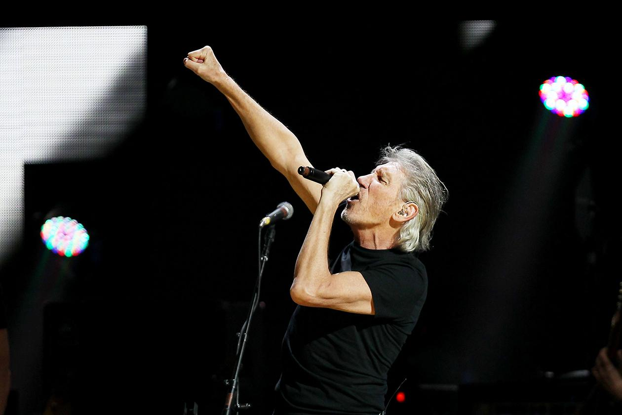 <b>3. Roger Waters - $21,160,131.06</b><br><br>Roger Waters performing at the 12-12-12 The Concert for Sandy Relief at Madison Square Garden in New York.