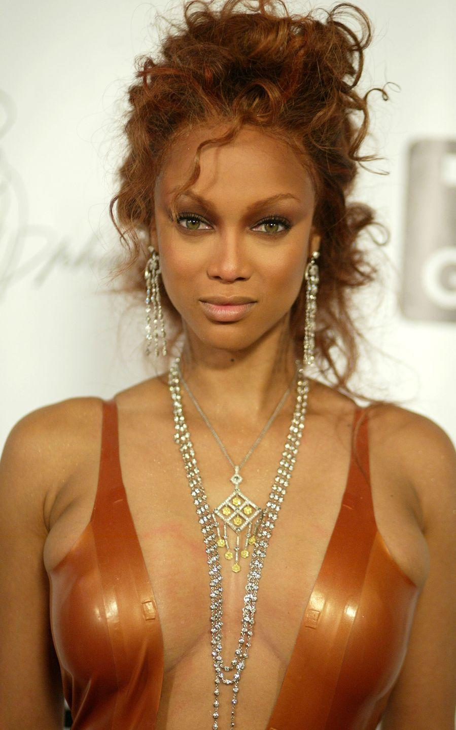 <p>Fact - copper hair looks epic on curls. Mix with rusty red highlights for a multi-dimensional colour transformation. </p>