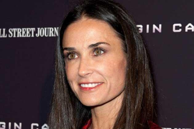 Demi Moore looks so well preserved that it doesn't even look like she's turning 50 this November.