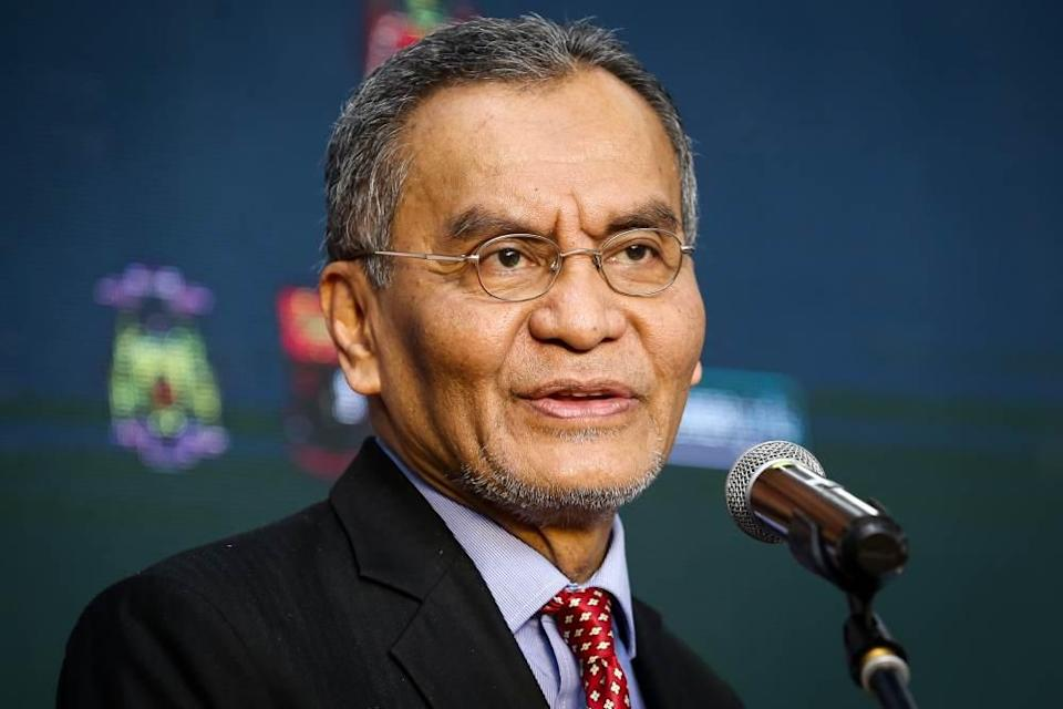 Datuk Seri Dzulkefly Ahmad said it was critical to get ahead of Covid-19 if Malaysia is to have a chance of containing it and must deploy assets and resources in this direction. ― Picture by Yusof Mat Isa