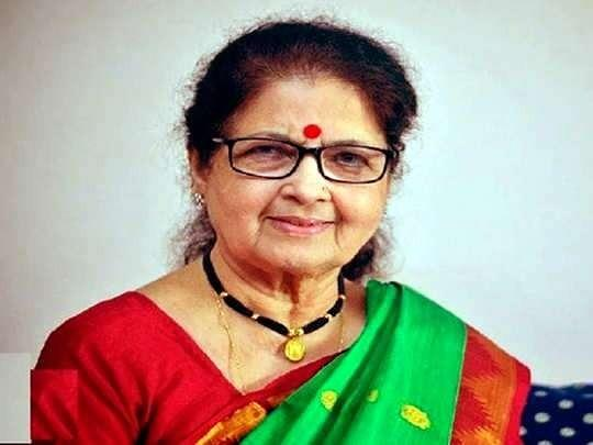 """A popular face in Marathi and Konkani theatre, Ashalata Wabgaonkar passed away on September 22 in Satara. The 79 year-old actor had reportedly contracted the coronavirus while shooting for the Marathi television show, Aai Mazi Kalubai. The veteran actor has acted in over 100 Hindi and Marathi films including Aahista Aahista, Shaukeen, Woh Saat Din, Umbarta and Sutradar. <br><em><strong>Image credit:</strong></em> <a href=""""https://publish.twitter.com/?query=https%3A%2F%2Ftwitter.com%2FIftpcM%2Fstatus%2F1308288172145532933&widget=Tweet"""" class=""""link rapid-noclick-resp"""" rel=""""nofollow noopener"""" target=""""_blank"""" data-ylk=""""slk:Twitter"""">Twitter</a>"""