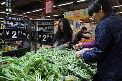 Rising consumer prices have forced many Chinese consumers to cut back on eating out. Photo: EPA-EFE