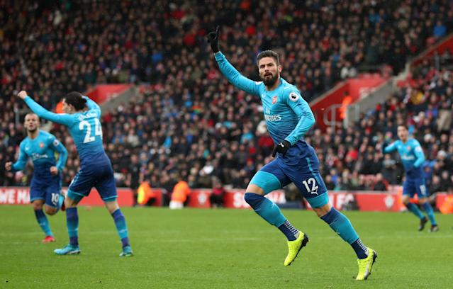 Olivier Giroud celebrates his late equalizer for Arsenal at Southampton. (Getty)