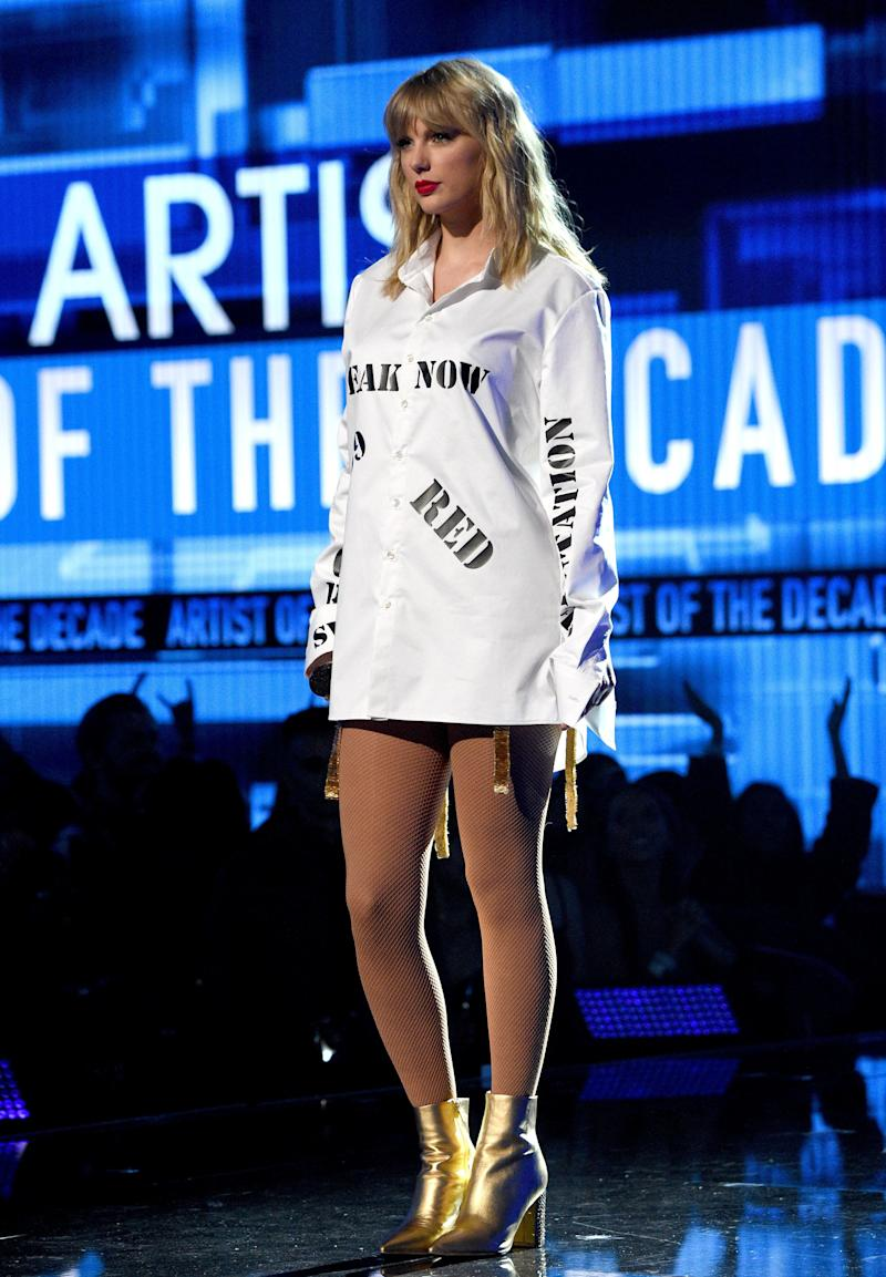 Taylor Swift performs onstage during the 2019 American Music Awards at Microsoft Theater on November 24, 2019 in Los Angeles, California. (Photo: Kevin Mazur/AMA2019 via Getty Images)