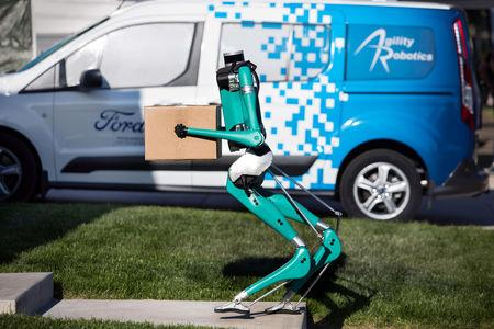 Ford's delivery robot walks like a human
