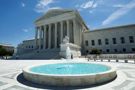 FILE PHOTO: The building of the U.S. Supreme Court is seen in Washington, U.S., June 26, 2017. REUTERS/Yuri Gripas/File Photo