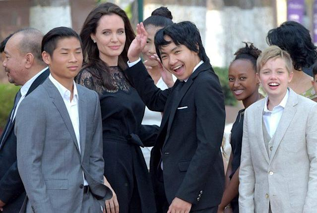 Angelina Jolie and her children, from left, Pax, Maddox, Zahara, and Shiloh meet with Cambodian King Norodom Sihamoni. (Photo: TANG CHHIN SOTHY/AFP/Getty Images)