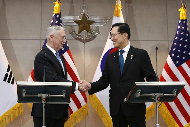 U.S. Secretary of Defense James Mattis (L) shakes hands with South Korean Defense Minister Song Young-moo (R) before their meeting on June 28, 2018 in Seoul, South Korea. Chung Sung-Jun/Pool via REUTERS *** Local Caption *** James Mattis;Song Young-moo