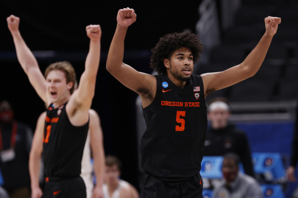 INDIANAPOLIS, INDIANA - MARCH 27: Ethan Thompson #5 of the Oregon State Beavers celebrates after a breakaway dunk against the Loyola-Chicago Ramblers during the second half in the Sweet Sixteen round of the 2021 NCAA Men's Basketball Tournament at Bankers Life Fieldhouse on March 27, 2021 in Indianapolis, Indiana. (Photo by Jamie Squire/Getty Images)