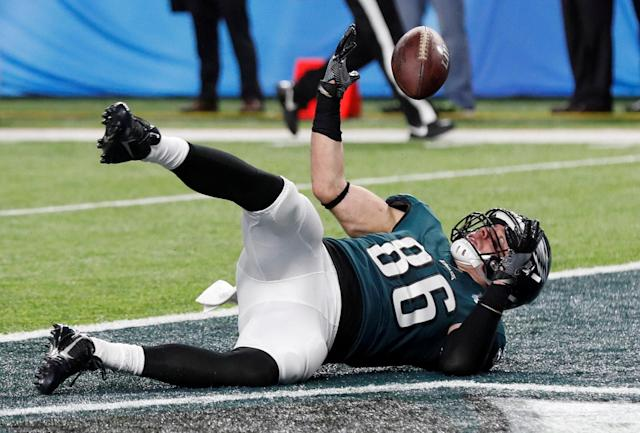 NFL Football - Philadelphia Eagles v New England Patriots - Super Bowl LII - U.S. Bank Stadium, Minneapolis, Minnesota, U.S. - February 4, 2018 Philadelphia Eagles' Zach Ertz scores a touchdown REUTERS/Kevin Lamarque TPX IMAGES OF THE DAY