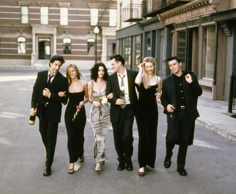 FRIENDS -- Season 6 -- Pictured: (l-r) David Schwimmer as Ross Geller, Jennifer Aniston as Rachel Green, Courteney Cox as Monica Geller, Matthew Perry as Chandler Bing, Lisa Kudrow as Phoebe Buffay, Matt LeBlanc as Joey Tribbiani -- (Photo by: NBCU Photo Bank/NBCUniversal via Getty Images via Getty Images)
