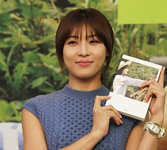 Ha Ji-won thrills fans with first book