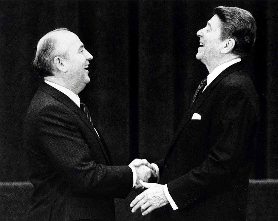 U.S. President Ronald Reagan (R) shakes hands at his first meeting with Soviet leader Mikhail Gorbachev to sign an arms treaty in Geneva, in this November 19, 1985 file photo. The two leaders met for the first time to hold talks on international diplomatic relations and the arms race.  REUTERS/Denis Paquin/Files (SWITZERLAND - Tags: POLITICS PROFILE TPX IMAGES OF THE DAY)  ATTENTION EDITORS - THIS PICTURE IS PART OF PACKAGE '30 YEARS OF REUTERS PICTURES'  TO FIND ALL 56 IMAGES SEARCH '30 YEARS'