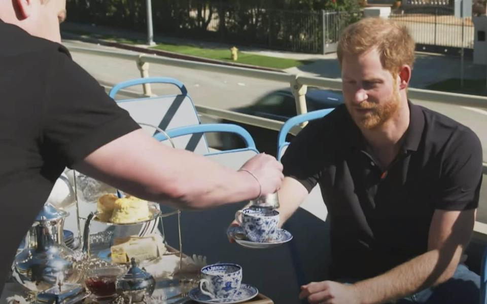 """An Afternoon with Prince Harry & James Corden, Now that the Duke and Duchess of Sussex are settled into Southern California, James Corden thought it was time to show his friend Prince Harry the sights. From tea on an open top bus to visiting the """"Fresh Prince of Bel Air"""" mansion, Prince Harry gets the tour he never dreamed of. Special thanks to Spartan for providing an incredible Spartan Race Obstacle Course to run - News Scans"""