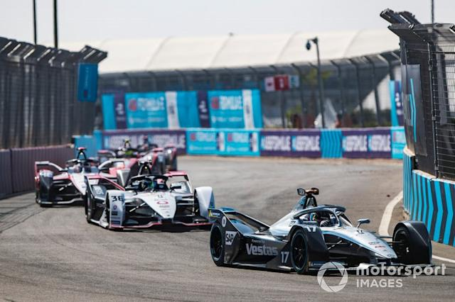 "Nyck De Vries, Mercedes Benz EQ, EQ Silver Arrow 01 leadsAndre Lotterer, Porsche, Porsche 99x Electric, Edoardo Mortara, Venturi, EQ Silver Arrow 01 <span class=""copyright"">Sam Bloxham / Motorsport Images</span>"