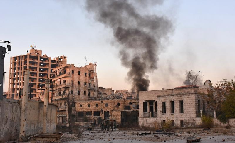 Smoke billows in Aleppo's Bustan al-Basha neighbourhood on November 28, 2016, during Syrian pro-government forces assault to retake the entire northern city from rebel fighters (AFP Photo/George Ourfalian)