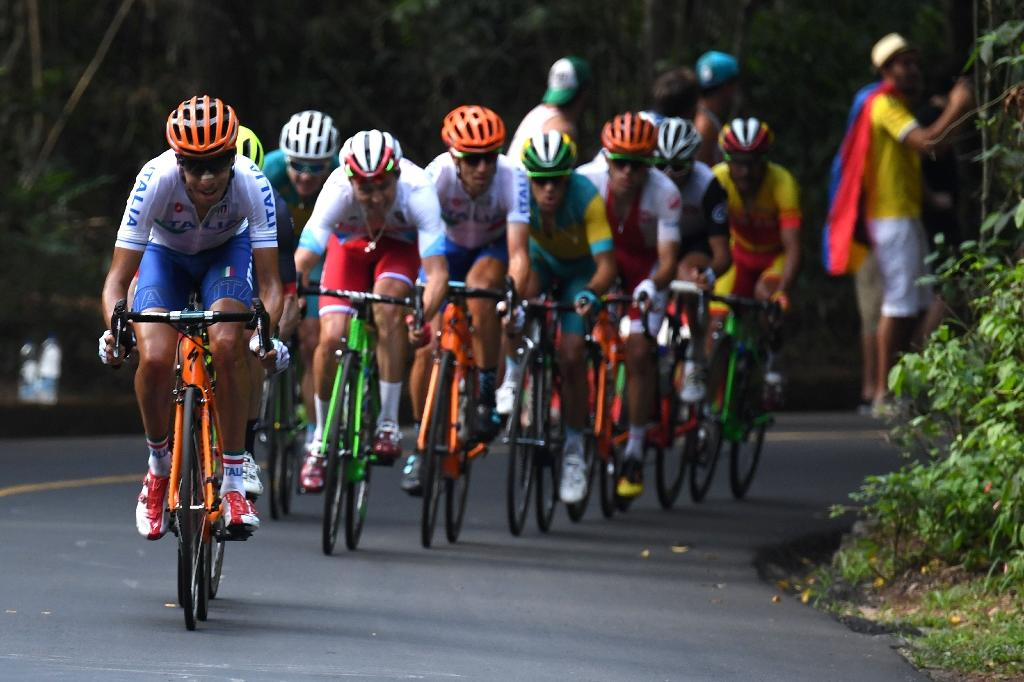 Italy's Fabio Aru (L) leads the pack during the Rio 2016 Olympic Games on August 6, 2016 (AFP Photo/Greg Baker)