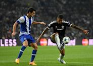 Porto's Ivan Marcano (L) and Chelsea striker Kenedy during the Champions League Group G match at the Dragao stadium in Porto on September 29, 2015 (AFP Photo/Francisco Leong)