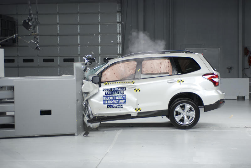 Only 2 of 13 small SUVs do well in crash tests