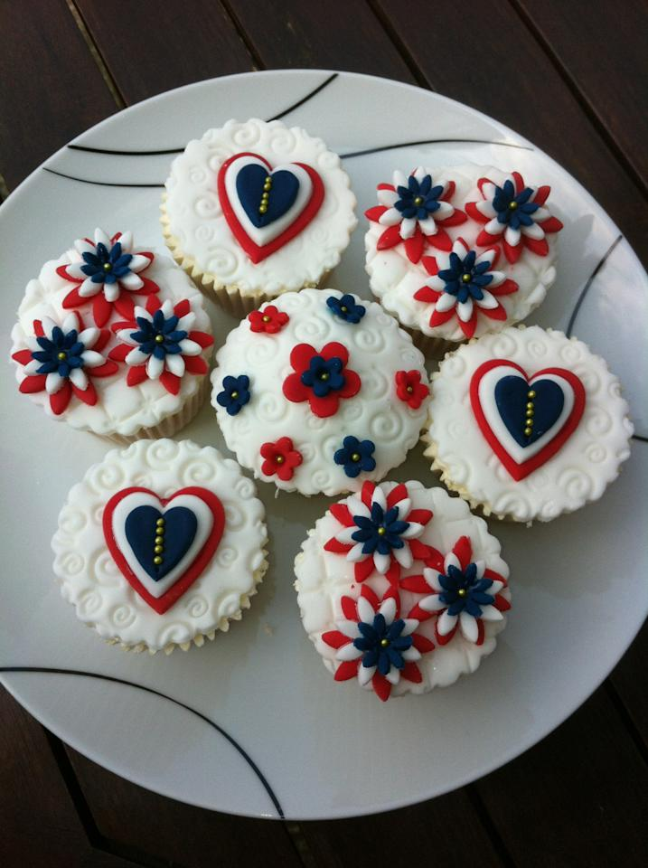 More Jubilee Cupcakes from 100s and 1000s