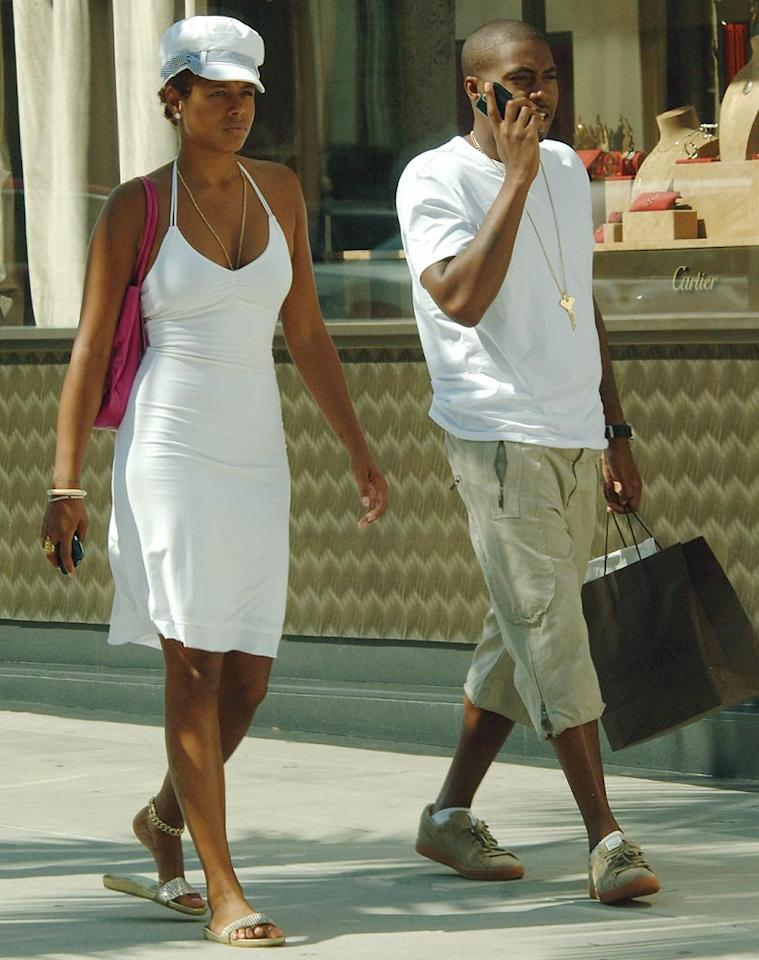 "Hip-hop power couple Kelis and Nas do some power shopping in Beverly Hills. London Entertainment/<a href=""http://www.splashnewsonline.com"" target=""new"">Splash News</a> - August 16, 2007"