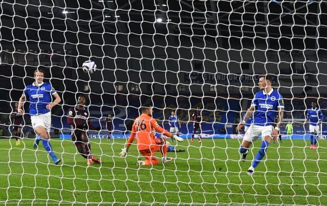 Kelechi Iheanacho levelled for Leicester with a calm finish