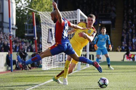 Britain Football Soccer - Crystal Palace v Burnley - Premier League - Selhurst Park - 29/4/17 Crystal Palace's Andros Townsend in action with Burnley's Michael Keane Reuters / Stefan Wermuth Livepic