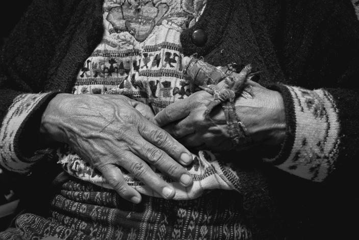 <p>Elena Mendoza after being treated for arthritis in her hands by the bonesetter. (Photograph by Fran Antmann) </p>