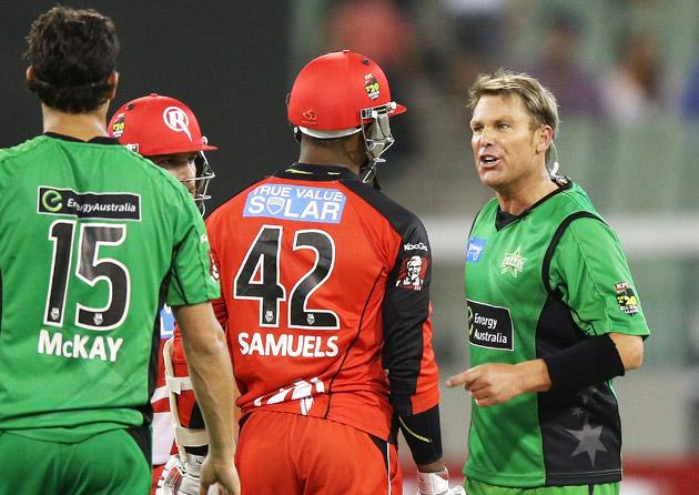 MELBOURNE, AUSTRALIA - JANUARY 06:  Shane Warne (R) of the Melbourne Stars has a heated exchange with Marlon Samuels of the Melbourne Renegades during the Big Bash League match between the Melbourne Stars and the Melbourne Renegades at Melbourne Cricket Ground on January 6, 2013 in Melbourne, Australia.  (Photo by Michael Dodge/Getty Images)