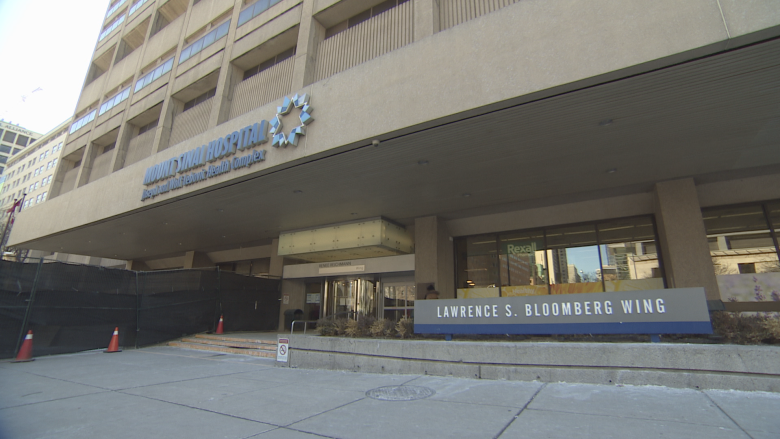 Police to look into how inmate gave 2 officers the slip at Toronto hospital