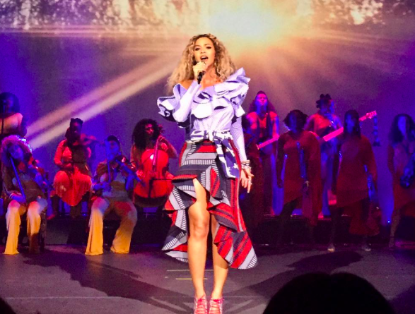 Beyoncé performed at a company holiday party and obviously it was lit