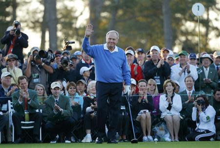 Former Masters champion Jack Nicklaus of the U.S. waves before hitting his drive at the ceremonial start of the 2014 Masters golf tournament at the Augusta National Golf Club in Augusta, Georgia April 10, 2014. REUTERS/Brian Snyder