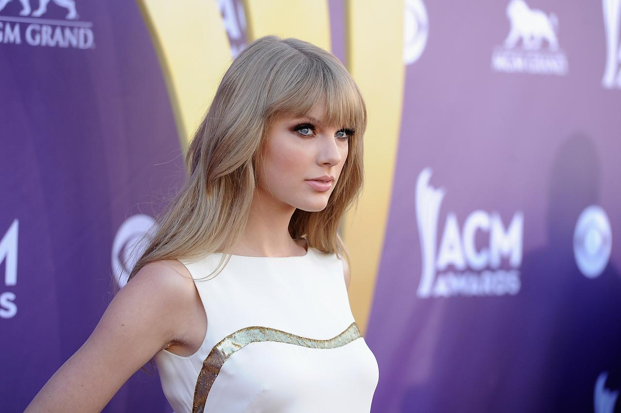 LAS VEGAS, NV - APRIL 01:  Musician Taylor Swift arrives at the 47th Annual Academy Of Country Music Awards held at the MGM Grand Garden Arena on April 1, 2012 in Las Vegas, Nevada.  (Photo by Jason Merritt/Getty Images)