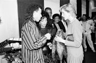 <p>Before Lionel Richie performed at Wembley Stadium, the singer wore a striped satin jacket and presented Her Royal Highness with two child-size leather jackets as gift for her sons.<br></p>