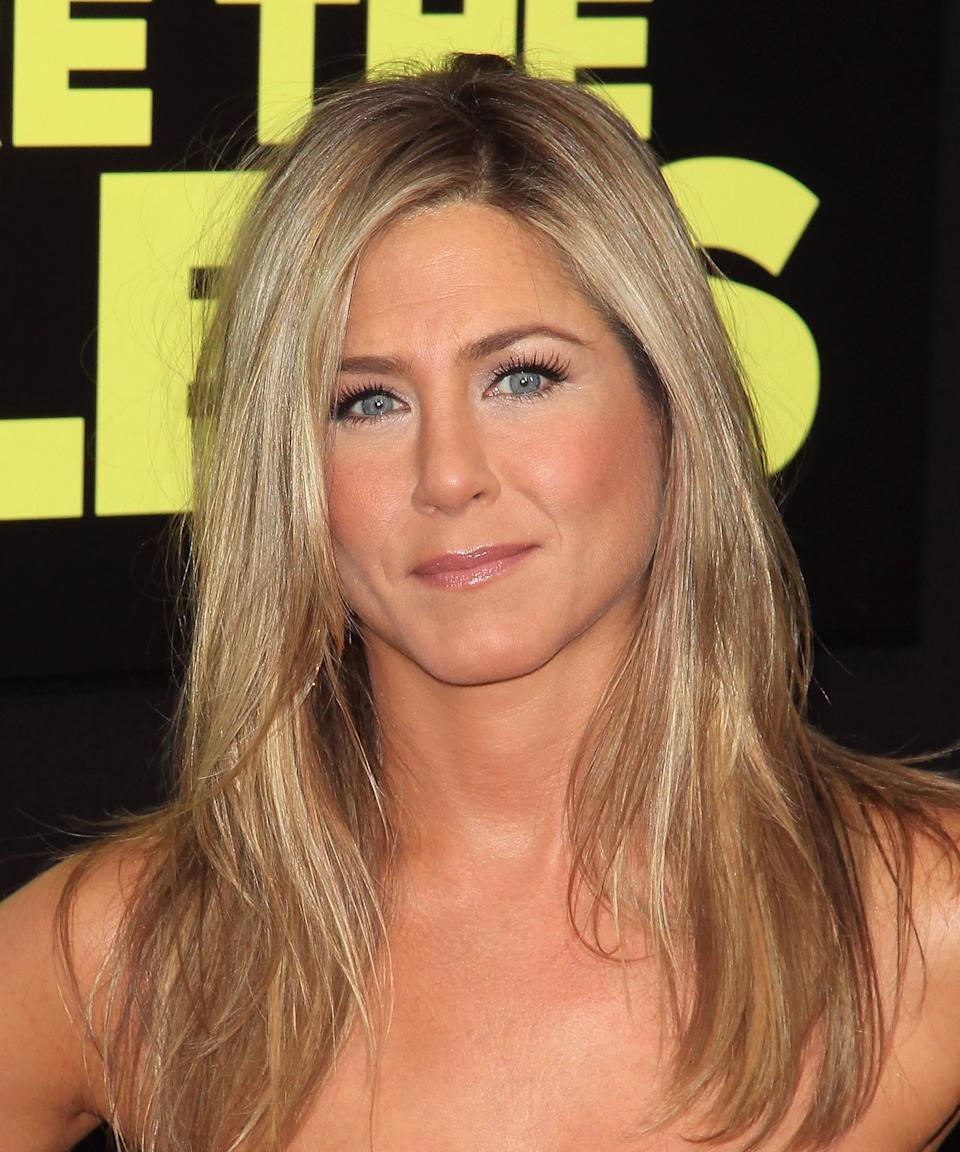 """<strong><h2>2013: Beachy Highlights</h2></strong><br>For the premiere of We're The Millers in 2013, Aniston returned to her Cali-girl roots with a summer tan, lots of bronzer, and white-blonde highlights that brighten up her face. <span class=""""copyright"""">Photo: Jim Spellman/WireImage.</span>"""