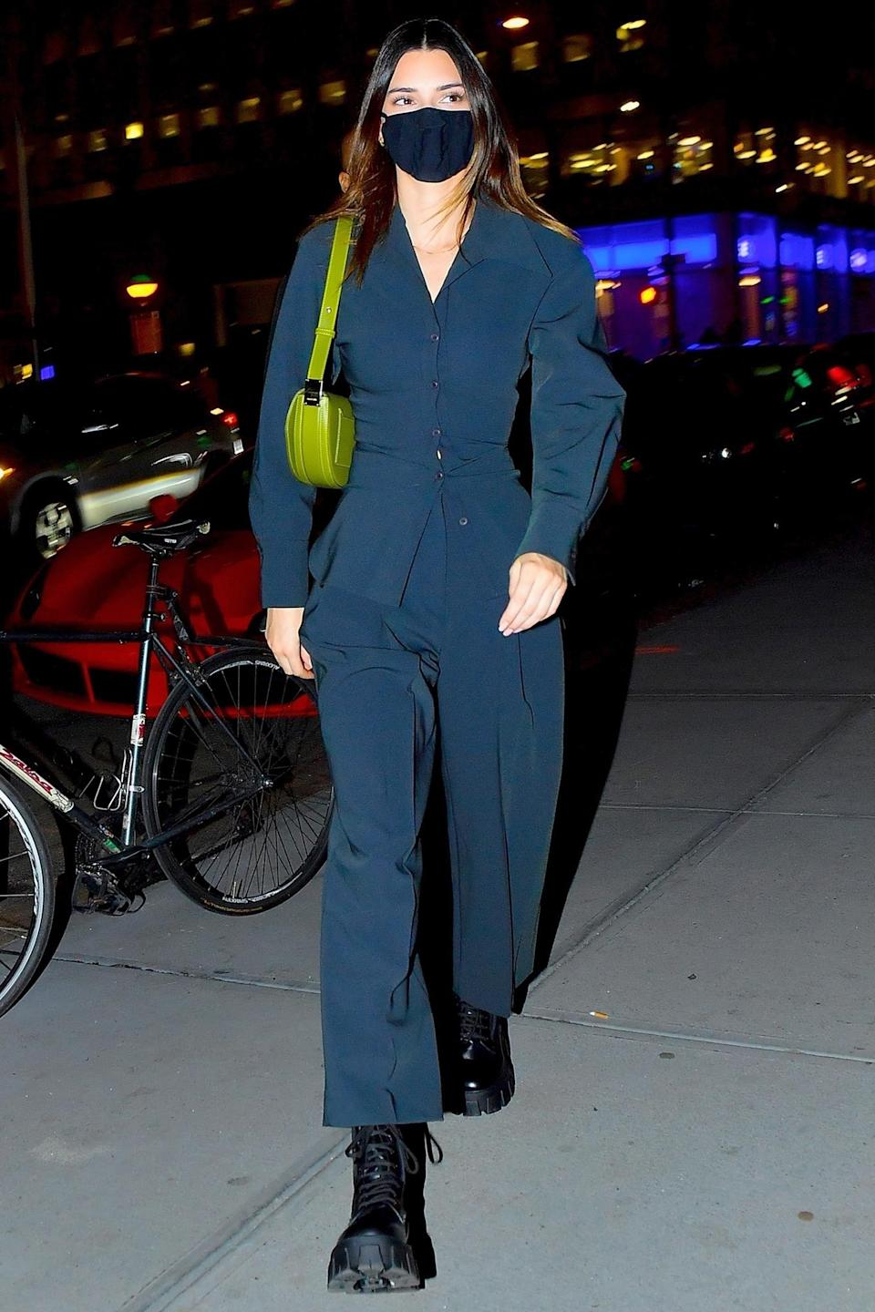 <p>Kendall Jenner was spotted wearing a face mask for dinner with friends at Nobu in New York City.</p>
