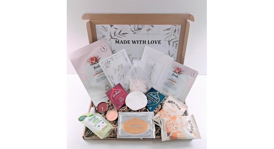 Deluxe Spa Pamper Package For Her (GiftBoxBySimona/Etsy)