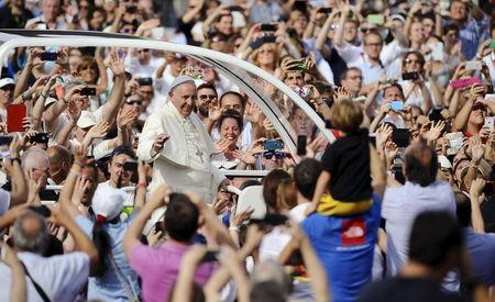 Pope Francis arrives to lead a meeting with young people during his two-day pastoral visit in Turin, Italy, June 21, 2015. REUTERS/Giorgio Perottino