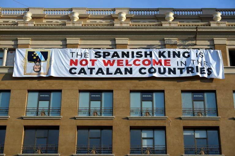 Catalan separatists hung banners in Barcelona during a memorial ceremony for victims of jihadist attacks a year ago