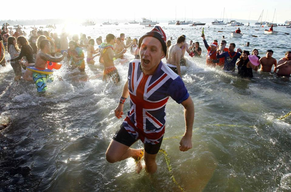 Participants take a dip into English Bay during the 95th annual New Year's Day Polar Bear Swim in Vancouver, British Columbia January 1, 2015. REUTERS/Ben Nelms (CANADA - Tags: SOCIETY ENVIRONMENT ANNIVERSARY TPX IMAGES OF THE DAY)