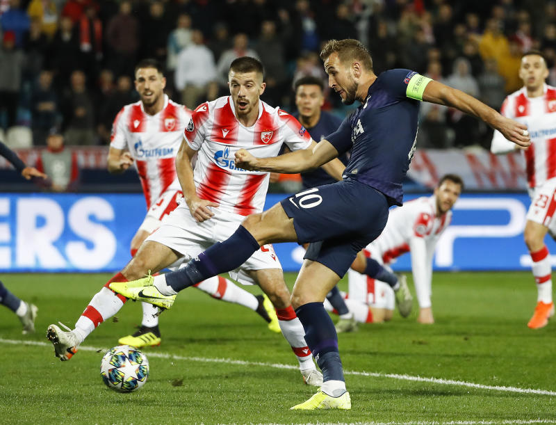 BELGRADE, SERBIA - NOVEMBER 06: Harry Kane of Tottenham Hotspur (R) in action against Dusan Jovancic (L) of Crvena Zvezda during the UEFA Champions League group B match between Crvena Zvezda and Tottenham Hotspur at Rajko Mitic Stadium on November 6, 2019 in Belgrade, Serbia. (Photo by Srdjan Stevanovic/Getty Images)