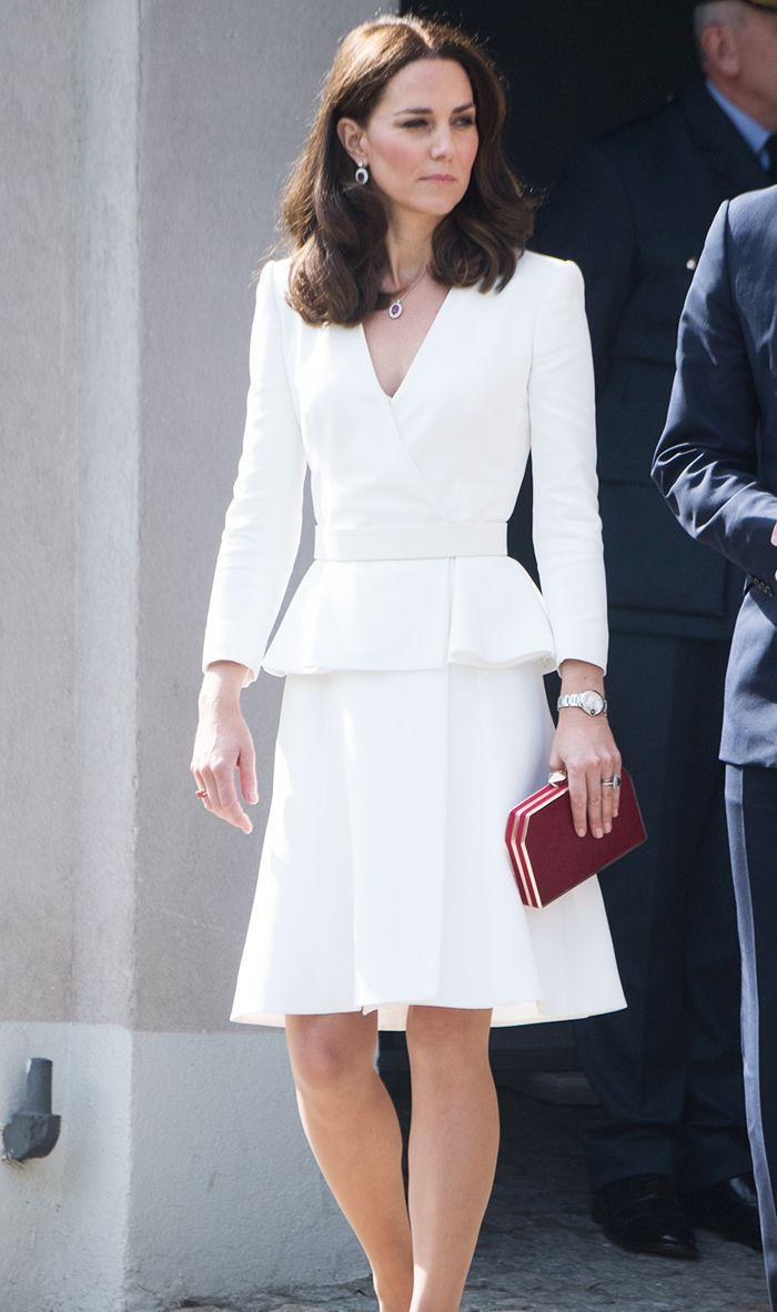 Imagine what you would wear if you were giving a very important presentation at work. That's essentially how you should dress for a business-formal event. What to Wear: A tailored, polished dress with a blazer, or a pantsuit. Whatever you wear, style it with appropriate heels. This is not the time for flats or super-high club shoes.