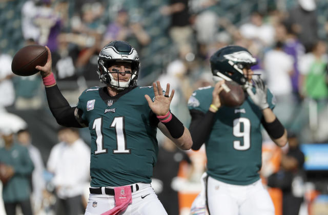 Nick Foles (R) famously backed up starter Carson Wentz to glory in the 2017 season. (AP Photo/Michael Perez)