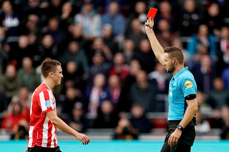EINDHOVEN, NETHERLANDS - OCTOBER 27: Ryan Thomas of PSV receives a red card from referee Pol van Boekel during the Dutch Eredivisie match between PSV v AZ Alkmaar at the Philips Stadium on October 27, 2019 in Eindhoven Netherlands (Photo by Photo Prestige/Soccrates/Getty Images)